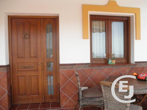 Casa cerca de la colina ventanas de madera climalit - Precios ventanas pvc climalit ...